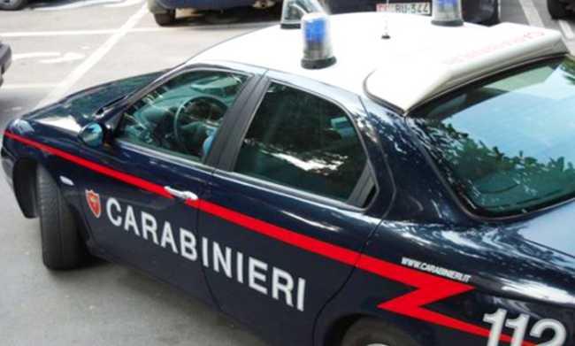 carabinieri auto ruota