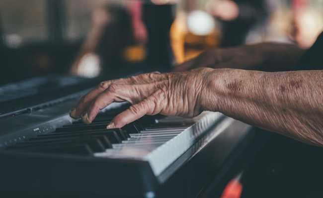 hands 1837104