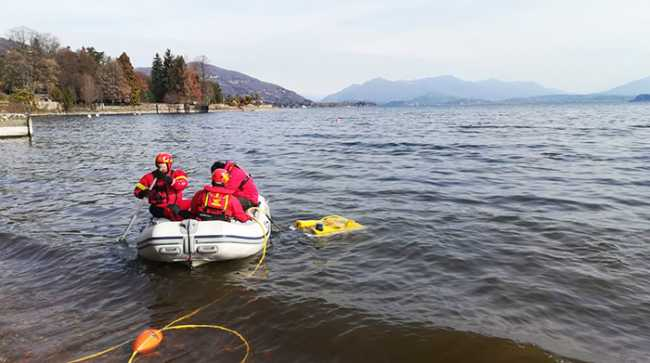 vigili lago canotto ricerca