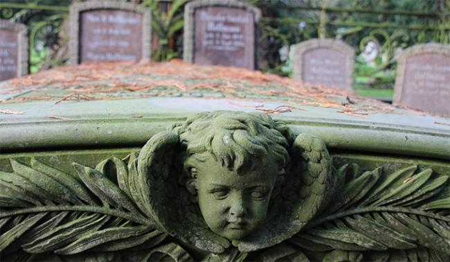cimitero tomba